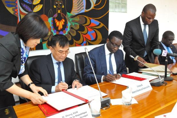 Coopération : Amadou Ba signe une série d'accords avec la Chine