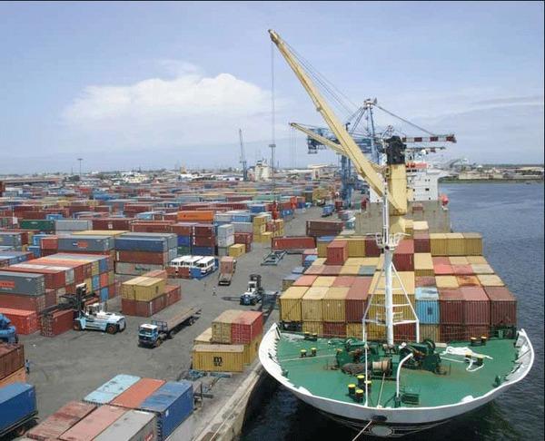 Commerce : Les exportations en repli en décembre 2017