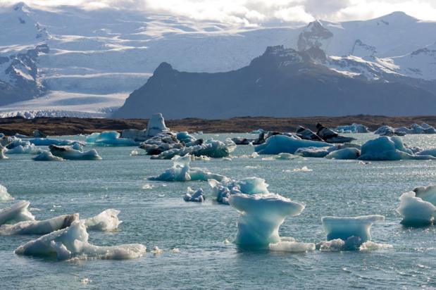Photo ONU/Eskinder Debebe Dans le sud-est de l'Islande, le lagon glaciaire de Jökulsárlón formé par la fonte d'un glacier.