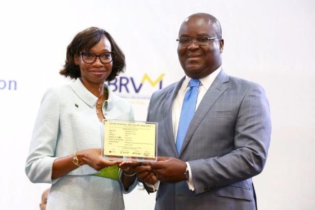 De gauche à droite, Mme Binta TOURE NDOYE  Directrice générale  Oragroup et Dr Edoh Kossi AMENOUNVE Directeur général  BRVM