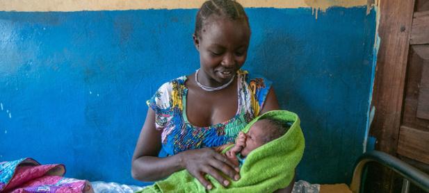 Photo UNICEF/Zahara Abdul Une mère et son nouveau-né dans un centre de santé en Ouganda.