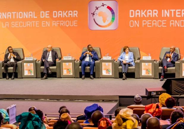 De gauche à droite : Pierre Buyoya , ancien Président du Burundi et Représentant de l'Union africaine; SE Mohamed Ould Ghazouani , Président de la République de Mauritanie; SE Macky Sall , Président du Sénégal, Florence Parly , Ministre française de la Défense , et Tony. O. Elumelu, Fondateur, Tony Elumelu Foundation et Président du Groupe United Bank for Africa (UBA))lors d'un Panel de haut-niveau sur la paix et la sécurité en Afrique