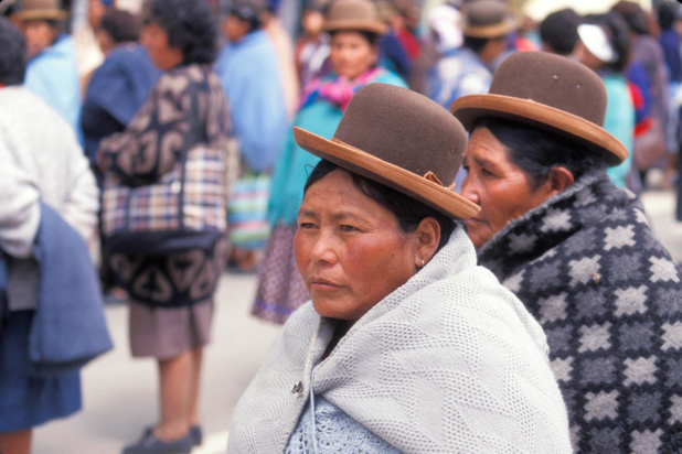 OIT/R. Lord Des femmes autochtones marchent dans les rues de La Paz, la capitale de la Bolivie.