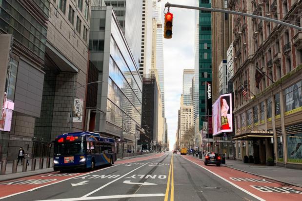 ONU/Cristina Silveiro Habituellement une rue très animée à tout moment, la 42eme rue à New York était pratiquement déserte pendant le confinement lié à la Covid-19