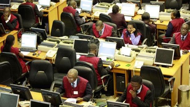 Des traders à la  bourse nigériane
