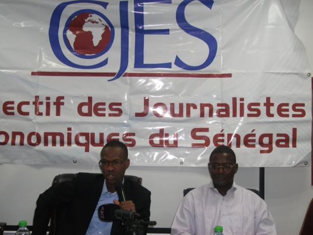 De gauche à droite Aliou Kane Ndiaye, coordonateur du Collectif des journalistes économiques du Sénégal (COJES) et l'expert comptable Mamina Camara