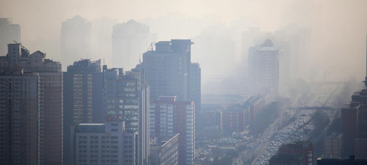 Photo OMM/Alfred Lee Dans des villes comme Beijing, en Chine, la pollution de l'air est un problème sanitaire majeur.