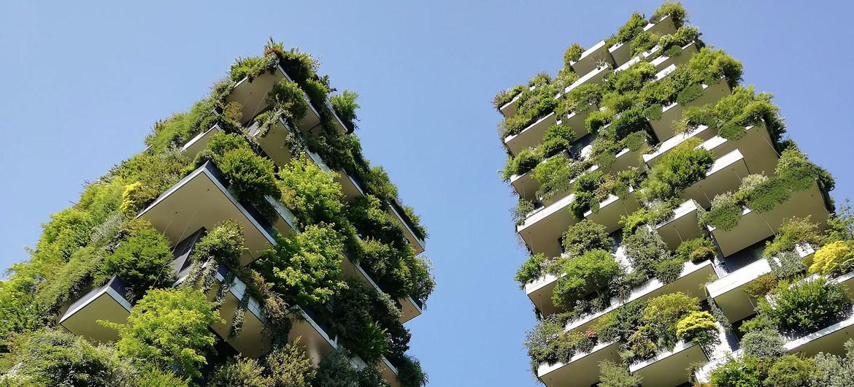Unsplash/Jann And Les tours Bosco Verticale (Forêt verticale) de Milan, en Italie, largement autosuffisantes en énergie, donnent un aperçu de l'avenir de la vie durable