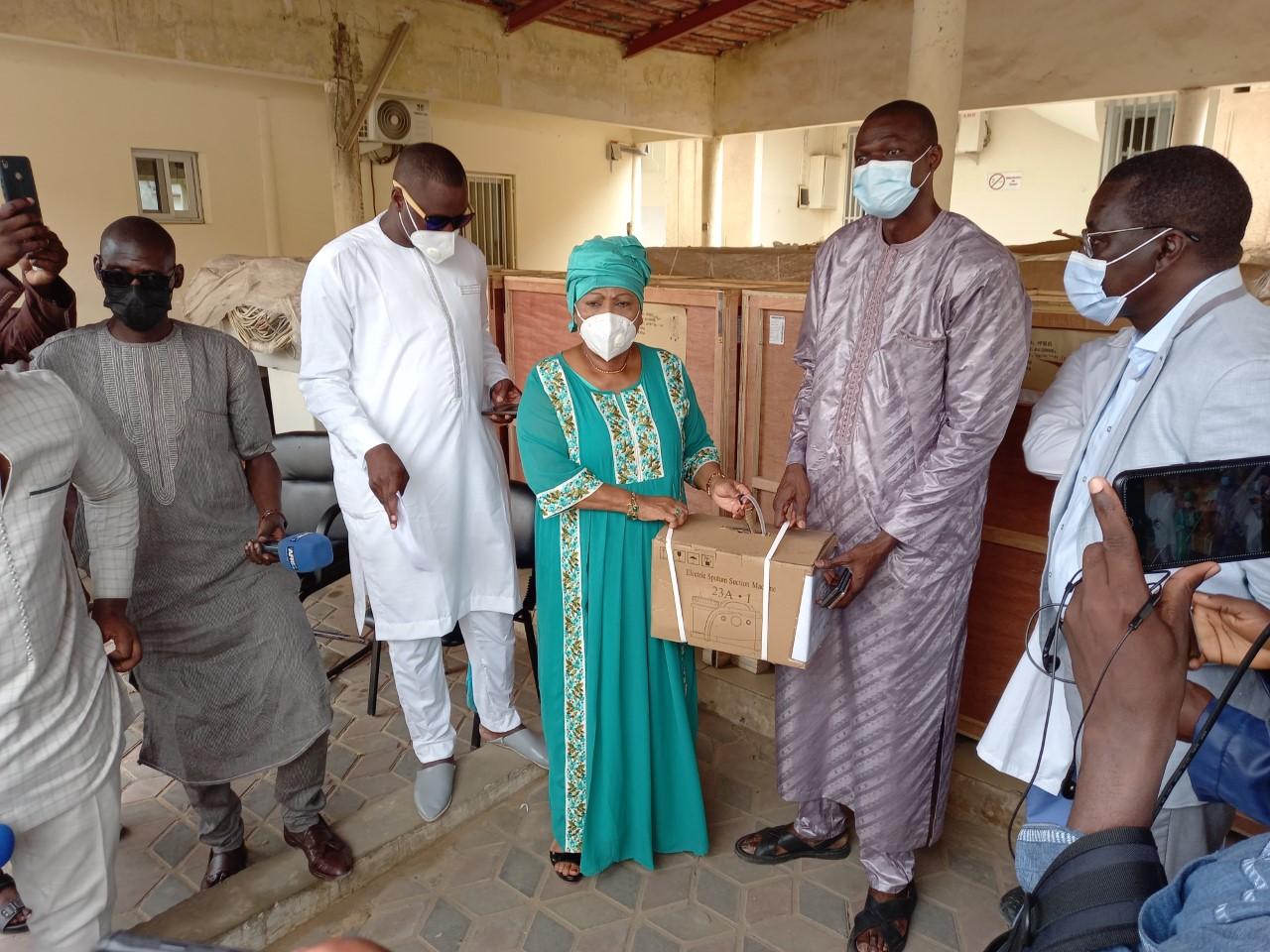 Covid 19 : La mairie de Dakar soulage les hôpitaux de Dakar par une dotation en appareils respiratoires, d'anesthésie, des défibrillateurs…….
