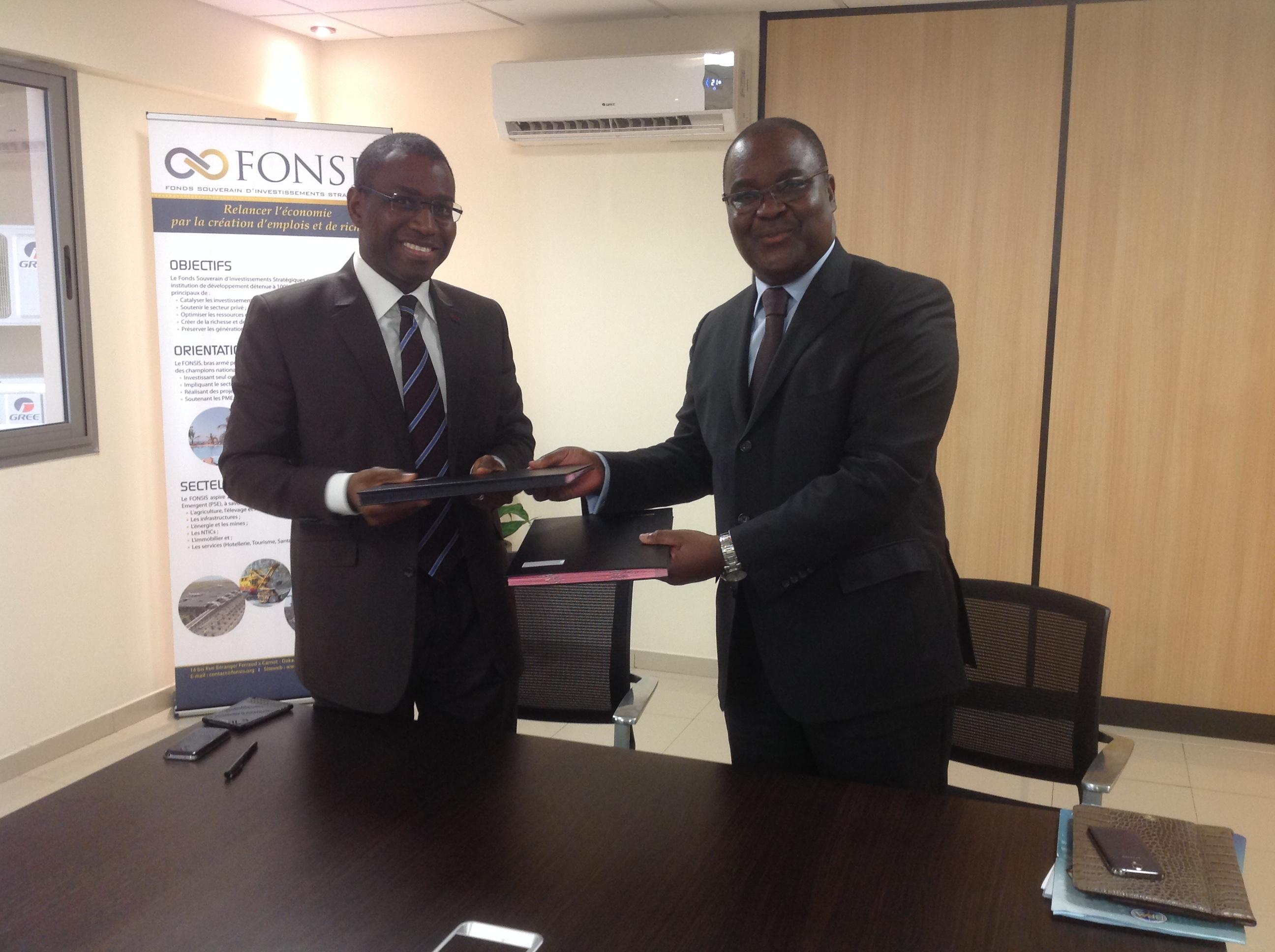 De gauche à droite, Amadou Hott directeur général du Fonsis et  Edoh Kossi AMENOUNVE, directeur général de la BRVM